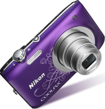 Nikon Coolpix S2600, visibile il decoro