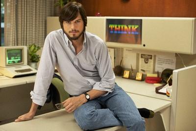 """Ashton Kutcher nel film """"jOBS"""""""
